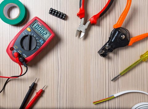 How to Become a Master Electrician | TradesmanCE